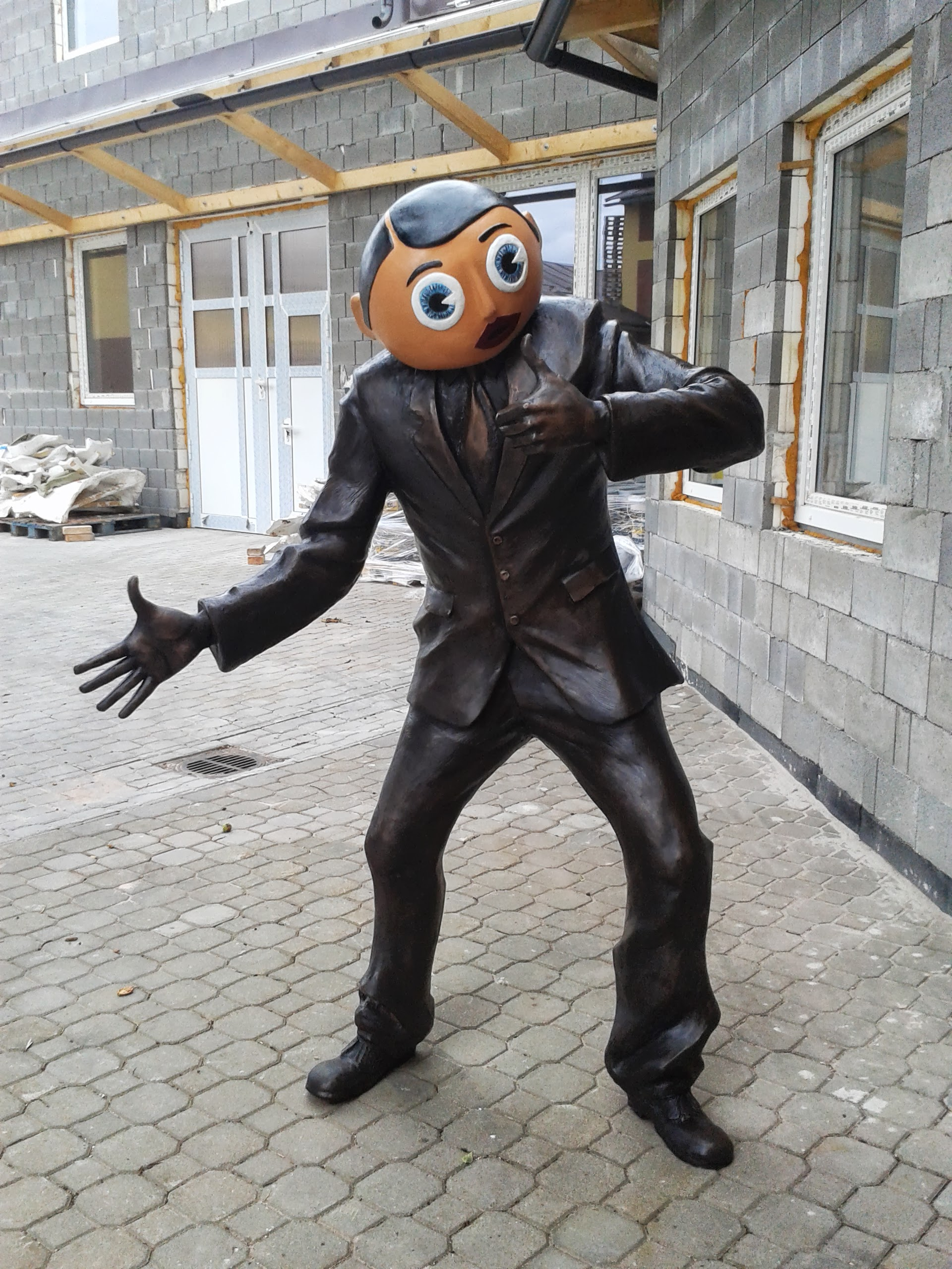 the finished and cast bronze statue of frank sidebottom